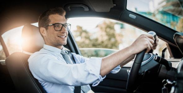 Er det farlig å kjøre med steinsprut i frontruten?