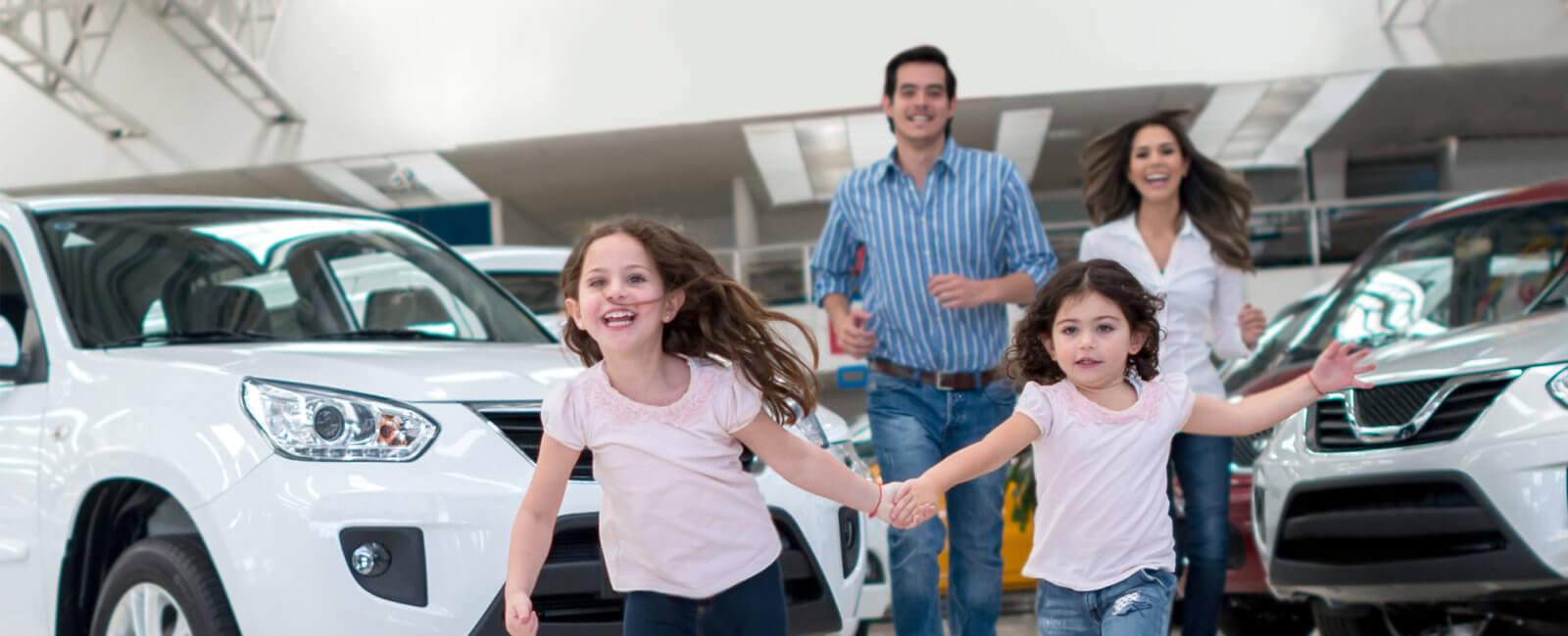 Familie kjøper bil
