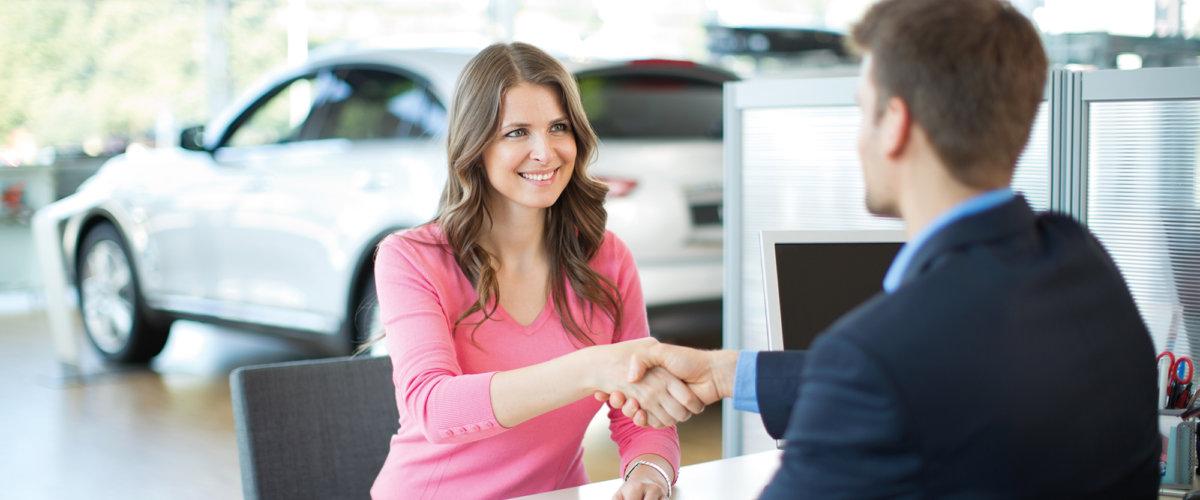Håndtrykk mellom kjøper og selger