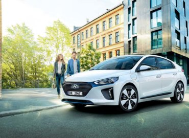 Hyundai Ioniq PHEV - Vinn Samsung TV