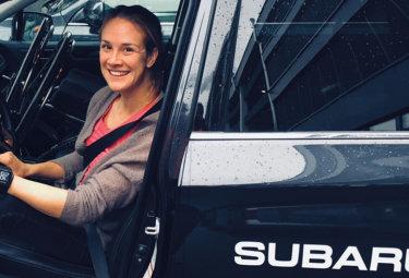 Birgit Skarstein i sin Subaru Outback