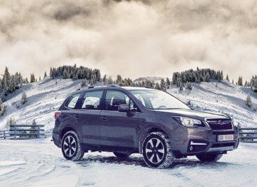 Subaru Forester i vinterlandskap
